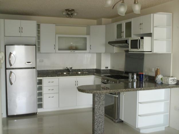 Romanos topes y pisos c a cocinas con dise o for Cocinas modernas para apartamentos