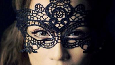 A mascara que esconde o coração