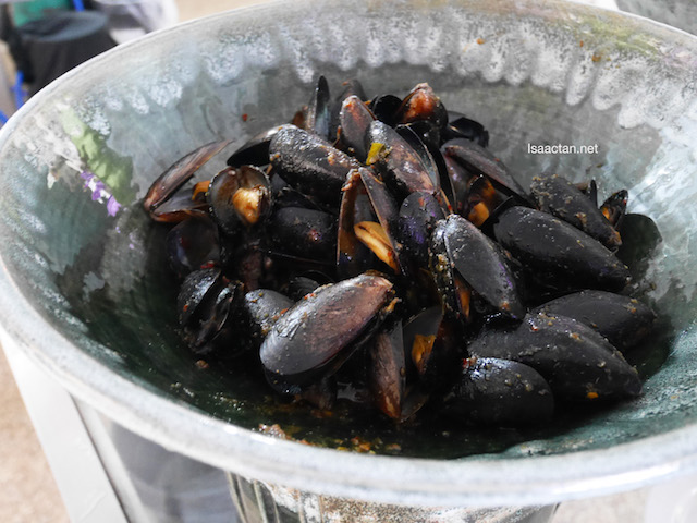 Stir Fried Black Mussels