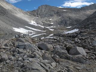 Der letzte Anstieg zum Frozen Lake Pass, dem Sattel auf der linken Seite