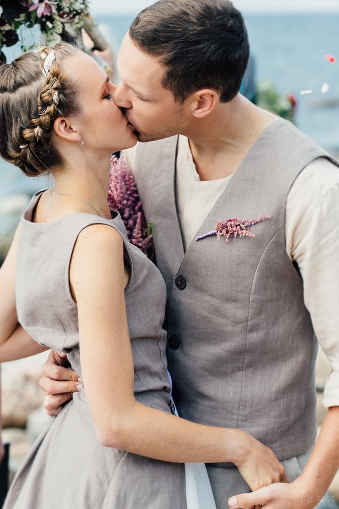 labākais kāzu fotogrāfs Latvijā kāzu lina kleita