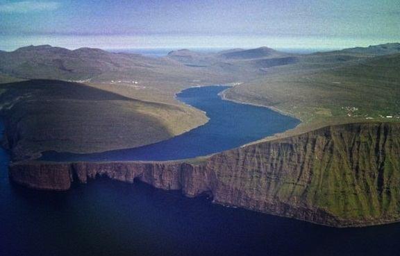 wisata alam Danau Atas Bawah