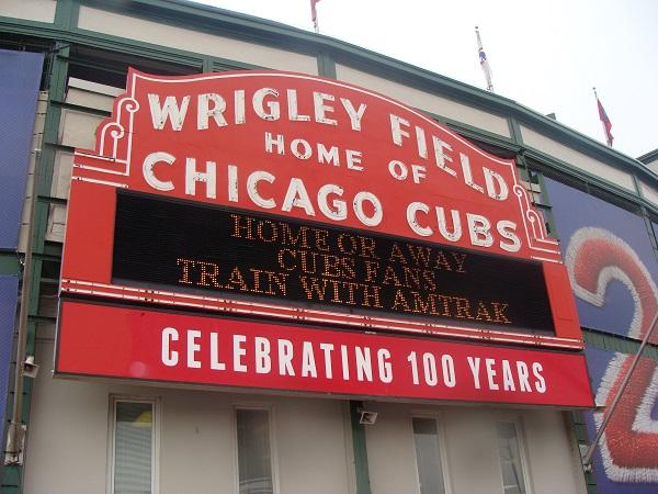 Hinweisschild im Wrigley Field Stadion, Heimstätte der Baseball-Mannschaft Chicago Cubs