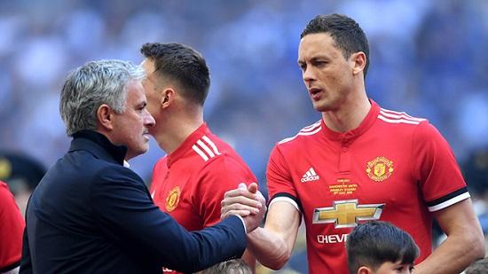 Matic thể hiện tốt giúp Chelsea vô địch giải Ngoại hạng và League Cup.