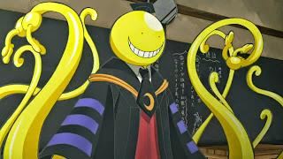 Koro-sensei przy szkolnej tabliscy, screen z anime Ansatsu Kyoushitsu