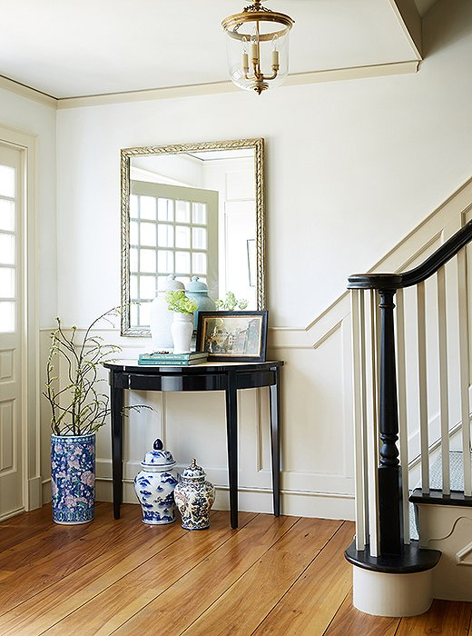 Gorgeous farmhouse entry in Connecticut of Debbie Propst of One King's Lane - found on Hello Lovely Studio
