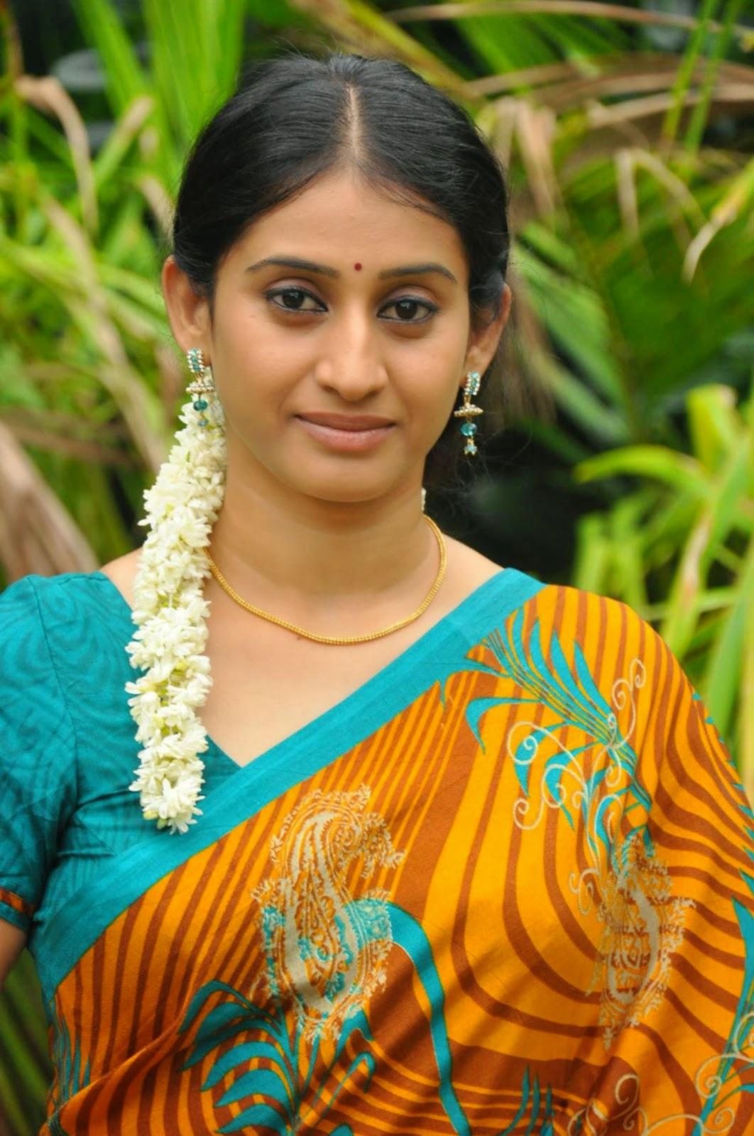 [Cute] TV Actress Meena Kumari Cute Saree Photos