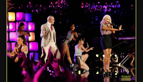 Christina Aguilera y Pitbull: Cantan En Finale 'The Voice' (Video)