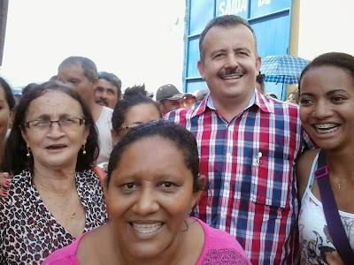 Resultado de imagem para familia nunes entrega cesta de pascoa fabriciomoreira.com