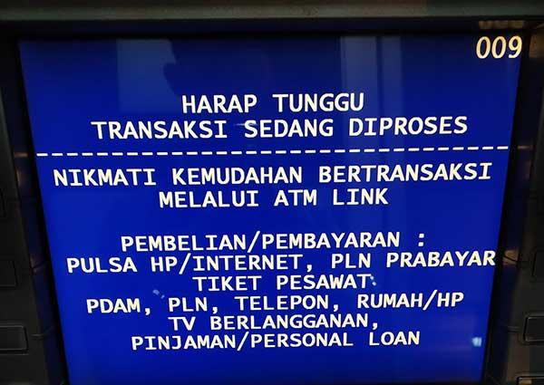 Tarik tunai di ATM BRI Harap Tunggu Transaksi Sedang Diproses