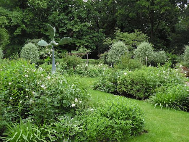 Swinging Garden