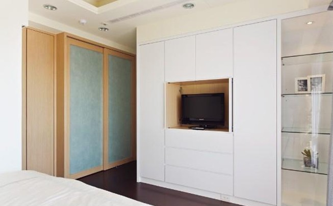 White Wardrobe Cabinets for the Bedroom 8