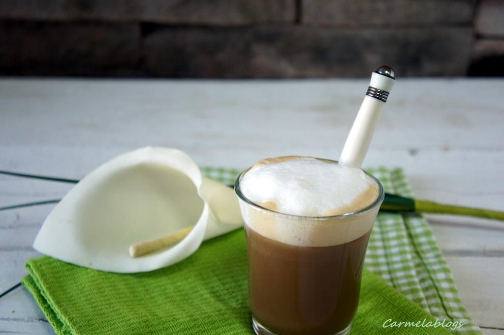 espuma de leche para capuchino latte macchiato un caf con altura los inventos de carmela. Black Bedroom Furniture Sets. Home Design Ideas