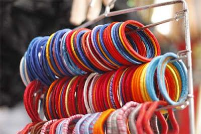 Why Hindu women wear colorful bangles?
