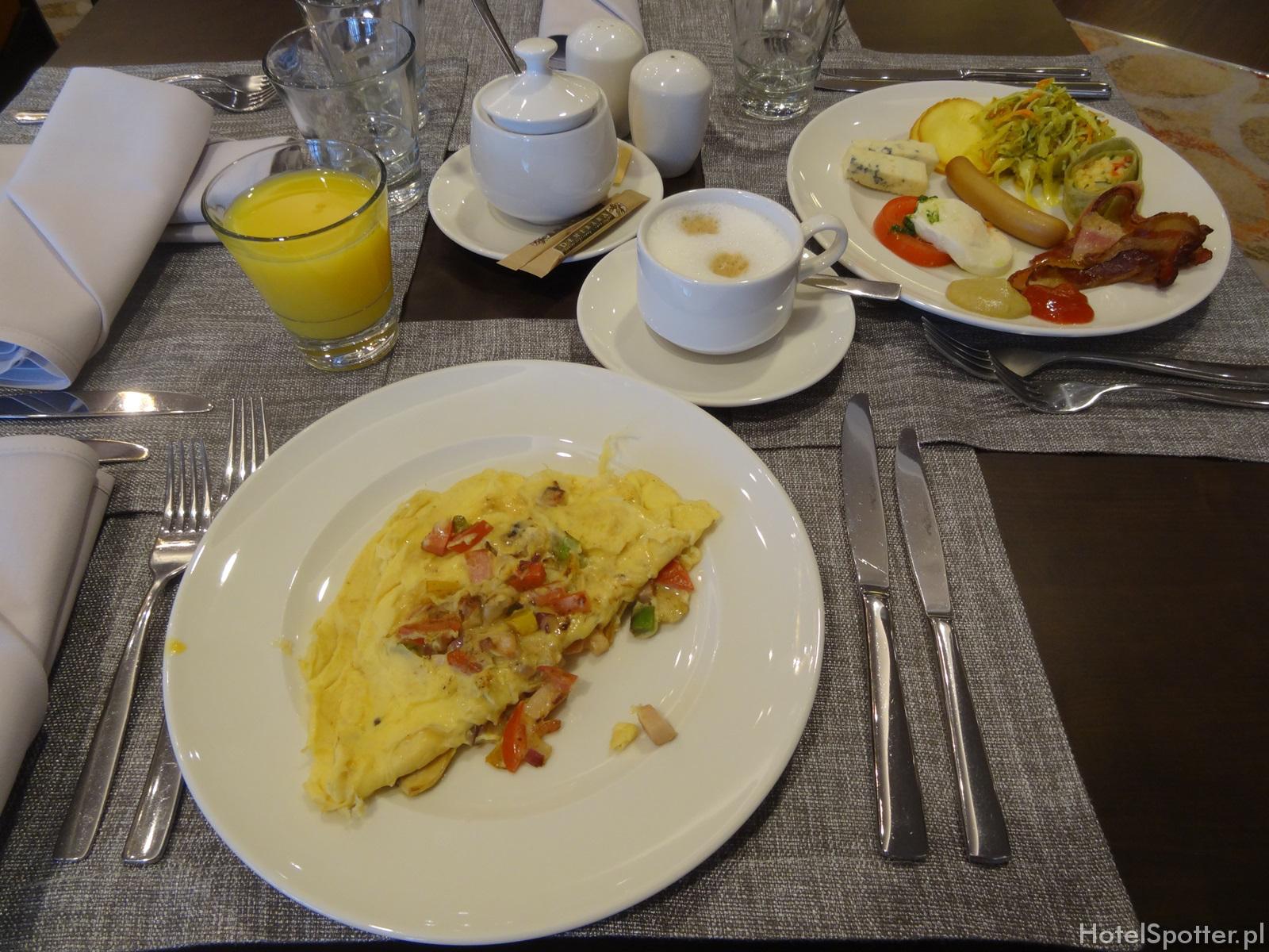 DoubleTree by Hilton Warsaw - omlet na sniadanie