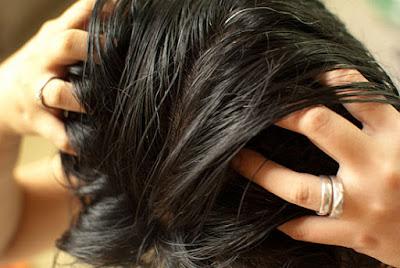 16 Cara Ampuh Perawatan Rambut Rontok Alami dan Ampuh