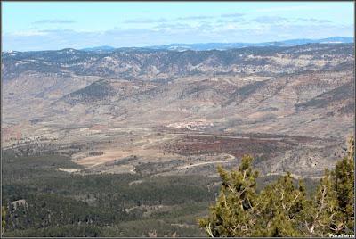 Vista serrana desde Collado Bajo con Valdemeca en el centro