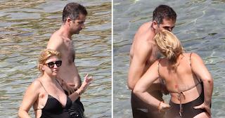 Φιλιά στην παραλία για την εγκυμονούσα Σία Κοσιώνη και τον Κώστα Μπακογιάννη