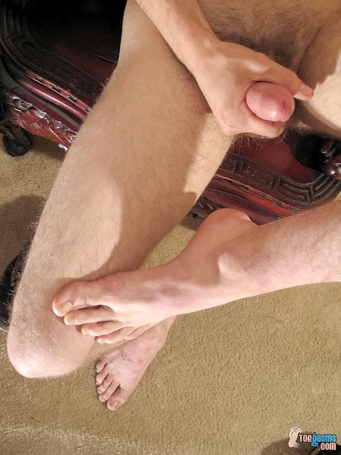 Big foot big dick