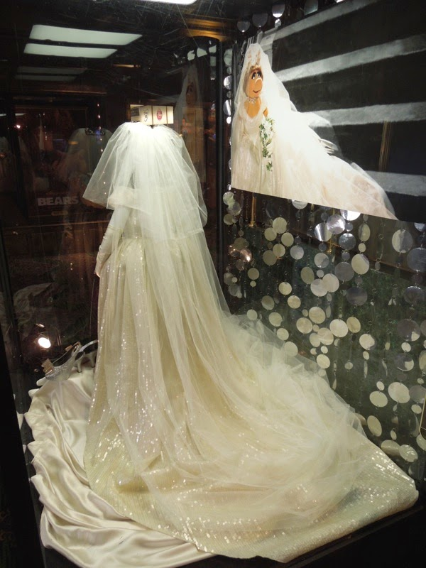 Miss Piggy Vivienne Westwood Wedding gown train Muppets Most Wanted