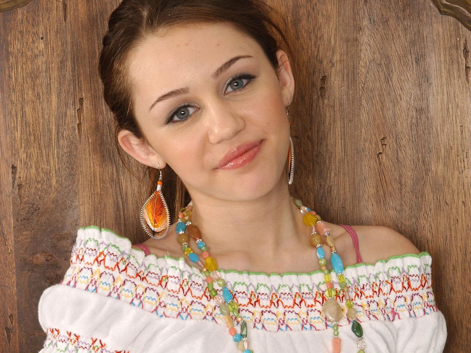 Miley Cyrus: Miley Cyrus HD Wallpapers