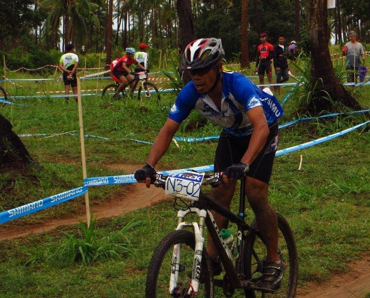 велосипидист на финишной прямой