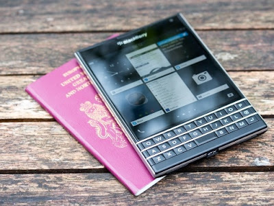Handphone Blackberry pasport