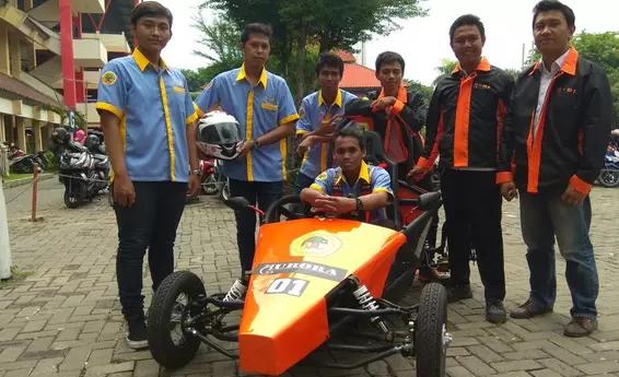 AGEN BOLA - Mobil Listrik Buatan Mahasiswa Surabaya Siap Unjuk Gigi