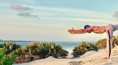 Pantai di Pulau Lamu dari The Discoverer