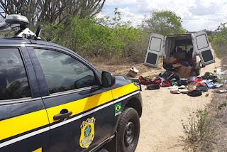 Carro roubado com malotes de bancos é encontrado abandonado às margens da BR-230