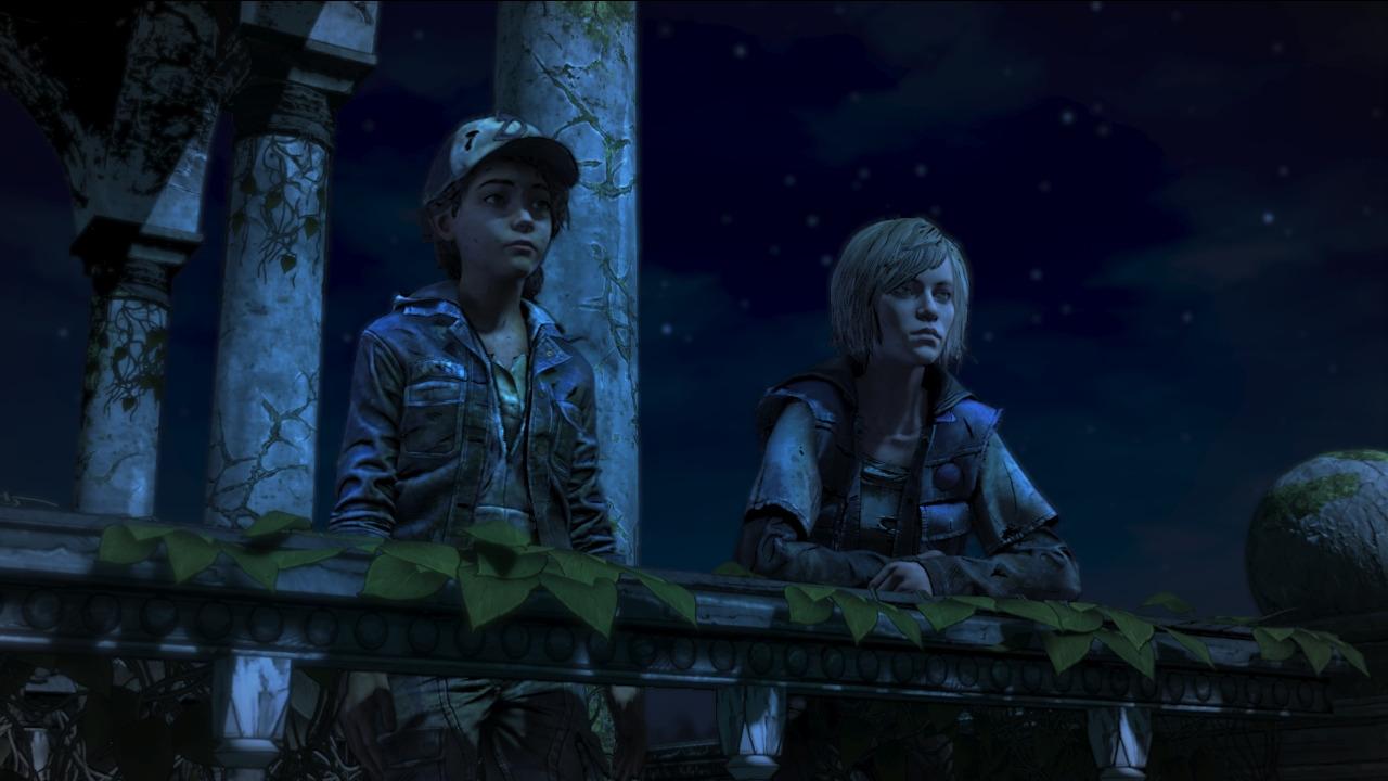 Clem és Violet a távolba réved az éjszakai égbolt alatt egy korlátnál beszélgetve.