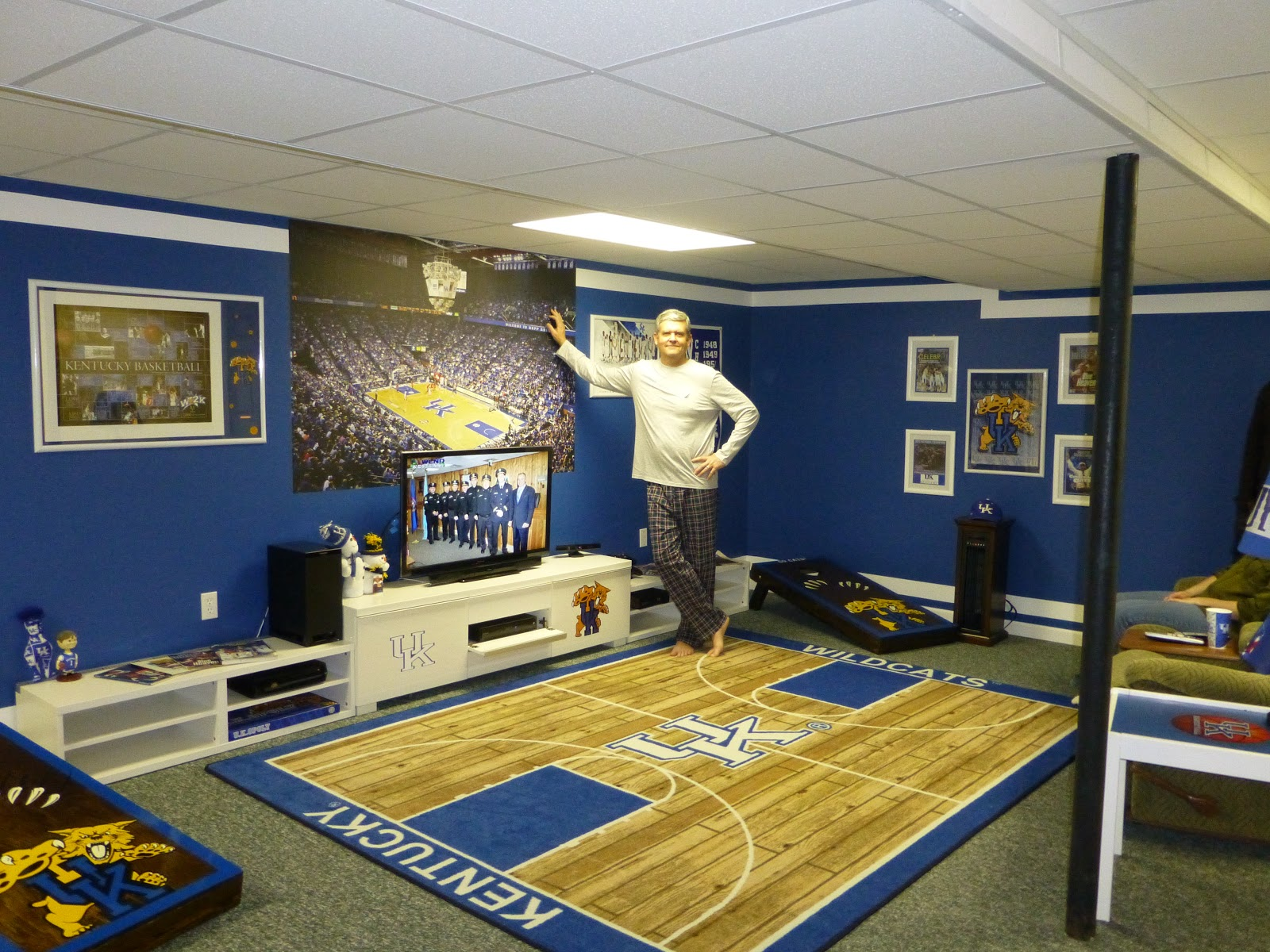 The Lazy Girl's Blog: All Out Kentucky Blue!