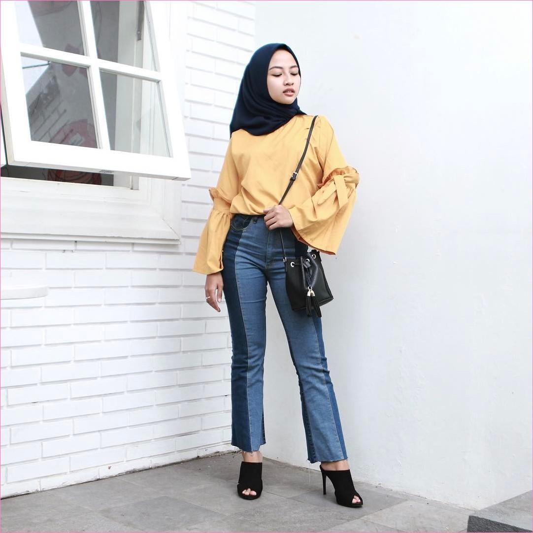 Outfit Baju Top  Blouse Untuk Hijabers Ala Selebgram 2018 Bell Sleeve Blouse kuning tua jeans denim biru tua slingbags wedges high heels segiempat hijab square hitam ciput rajut jendela ootd trendy ptembok bata putih