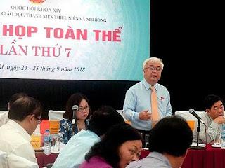 Chủ nhiệm Ủy ban Văn hóa, Giáo dục, Thanh niên, Thiếu niên và Nhi đồng Phan Thanh Bình chủ trì phiên họp toàn thể.