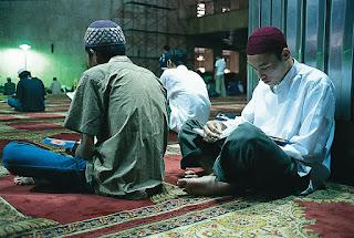 10 Keutamaan Membaca Al-quran serta Dalilnya
