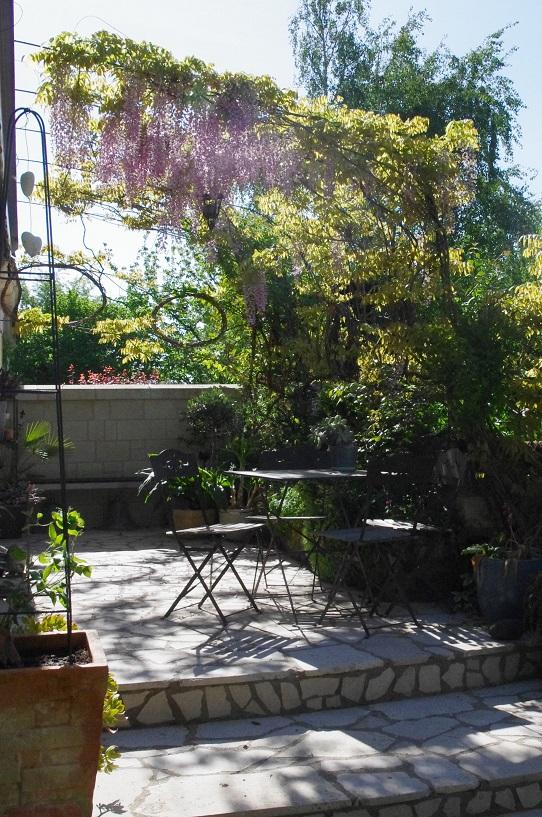 le jardin des couronnes la glycine. Black Bedroom Furniture Sets. Home Design Ideas