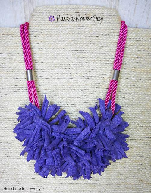 BOHO LADY. Gargantillas con adorno trapillo y cordón de seda · Necklace with t-shirt cord and silk.