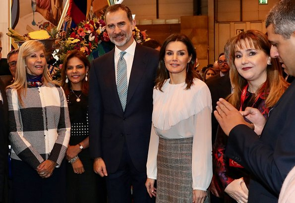 Queen Letizia wore Massimo Dutti pointed check wool skirt, Uterque blouse
