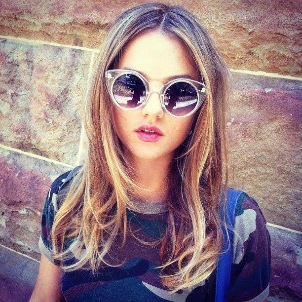 8823b29ebdfc4 Nada discretos os óculos redondos chamam atenção e são os novos queridinhos  das famosas. Angélica, Bruna Marquezine, Mariana Rios… todas aderiram aos  ...