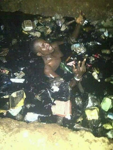 Nigerian Barcelona Fan Celebrates Victory Against PSG In Filthy Gutter