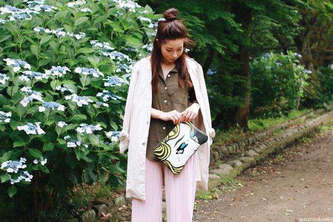 ファッションブロガー日本人、今日のコーディネート、シーイン-カーキてろてろシャツ、ピンクプリーツガウチョパンツ、HAREロングジャケット、ビルケンシュトックコンフォートサンダル、アメコミクラッチバッグ、プチプラカジュアルシックコーデ