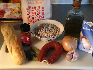 Alubias blancas on chorizo , ingredientes