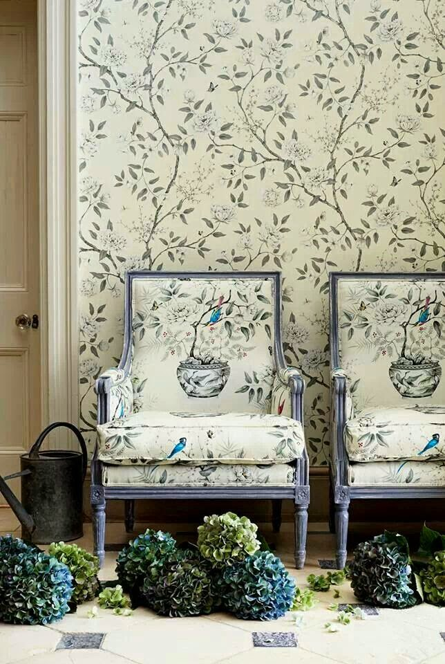 Eye For Design Matching Upholstery And Wallpaper