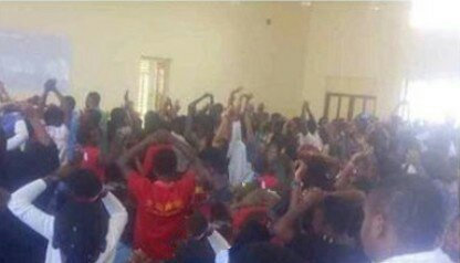 UNILORIN Lecturer Orders 400 Level Students To Raise Hands For Making Noise
