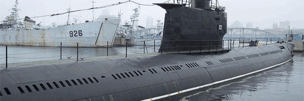 sebuah kapal selam di pangkalan laut sebuah negara