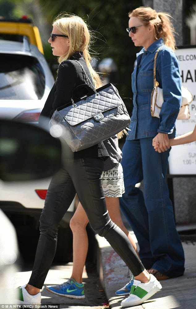 14e87376fc32 Bag Lust - Gwyneth Paltrow in Chanel CC Delivery Large Shopping Tote Bag