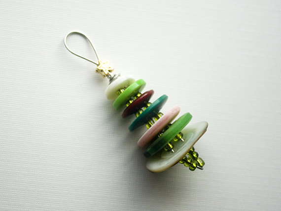 Button Floozies: Vintage Button Christmas Tree Earrings