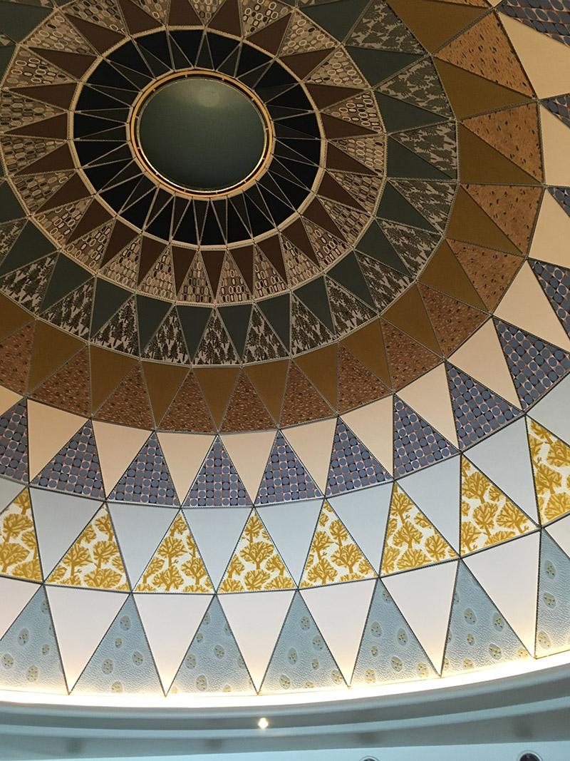 表参道のアート系複合施設SPIRAL5階にあるカフェ『家と庭』のタイルが美しいドーム型天井