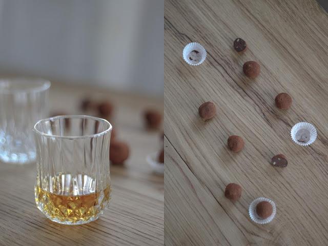 ein Glas Whisky und viele Pralinen