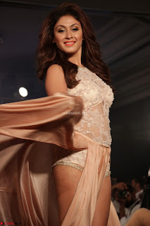 Manjari Phadnis Walks the Ramp At Designer Nidhi Munim Summer Collection Fashion Week (7).JPG